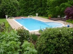 Lauko plaukimo baseinas su skimerine sistema