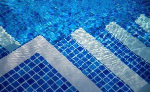 Kaip teisingai pasirinkti baseino PVC dangą